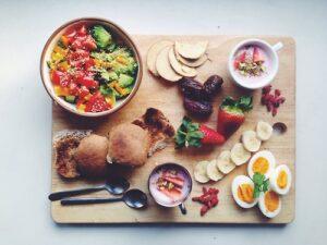 vassoio con cibo sano