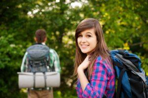 adolescenti in campeggio
