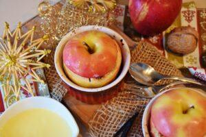 tavola natalizia con frutta