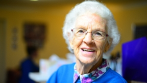 Donna anziana sorriso