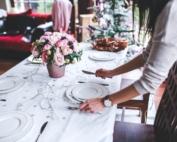 tavolo apparecchiato a natale