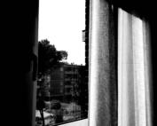 finestra chiusa bianco e nero